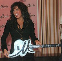 Marie Osmond with a custom guitar covered in Swarovski Crystals built by Ed Roman Guitars Donny Osmond, Marie Osmond, Weight Loss Program, Easy Weight Loss, Lose Weight, Guitar Guy, Richard Thompson, Osmond Family, Artists