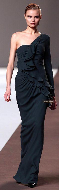 Elie Saab Fall 2010 Ready-to-Wear Fashion Show - Magdalena Frackowiak Runway Fashion, Fashion Show, Fashion Design, Women's Fashion, Beautiful Gowns, Beautiful Outfits, Elie Saab Printemps, Top Mode, New Years Eve Dresses