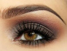 brown/grey... Beautiful eye makeup!!! ❤️