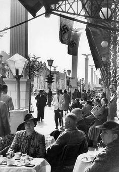 Berlin: Cafe Kranzler 1930s (Unter den Linden)