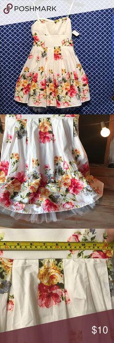 😳Beautiful Rue 21 Floral Dress! Rue 21 Floral dress size junior 3 with tule trim. Rue 21 Dresses