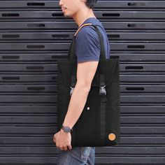 Simply Collection - Convertible Backpack Tote This bag can be transformed from backpack to tote. Bag has a dedicated compartment for your computer up to 15 and fully padded inside the bag. Ideal even for books and A4 files - Material : Canvas - Laptop pocket for a 13 or 15 laptop - Size : approximately 34x44 cm - Two interior zipper pocket. - Fully lined with PVC fabric.