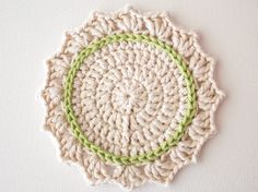 In this tutorial we'll be making a cute set of crochet coasters. The pattern uses US terms and stitches include slip stitch (sl st); and a magic ring. Learn how to make a set in rainbow shades, or an on-trend ombre set. Crochet Coaster Pattern, Crochet Flower Patterns, Crochet Motif, Crochet Flowers, Free Crochet, Crochet Round, Crochet Home, Double Crochet, Mug Rug Patterns