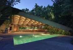 The house John Lautner designed for The Big Lebowski is going to be donated to LACMA, meaning students will be able to see the architect's stunning, mid-century modernist architecture up close. John Lautner, The Big Lebowski, James Goldstein House, Jeff Green, Architecture Résidentielle, Colani, House Gifts, Los Angeles Homes, Landscaping