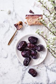 Raw Caramel Bars made from chickpeas & dates - Nut-free, vegan, gluten-free & naturally sweetened   by VANELJA