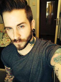Barba y bigote, ojos misteriosos. ¿Cuál os gusta más? #modahombres #barba #estilo