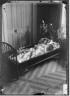 Post mortem photo of Maria Isabel Elespuru Laso, 1889    (via sutured-infection)