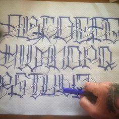 Tattoo Lettering Styles, Graffiti Lettering Fonts, Chicano Lettering, Script Lettering, Tattoo Fonts, Lettering Design, Art Tattoos, Tattoo Alphabet, Calligraphy Letters Alphabet