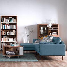 A cor azul emana tranquilidade e harmonia. Nada mais justo que usá-la para montar aquele cantinho especial de leitura né?  #sofá #couch #estante #shelf #decoration #instadecor #instahome #casa #home #interiordesign #homedesign #homedecor #homesweethome #inspiration #inspiração #inspiring #decorating #decorar #decoracaodeinteriores #Mobly #MoblyBr