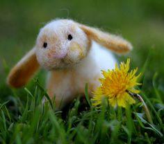felted rabbit Mini Lop Bunnies, Felt Bunny, Cute Bunny, Easter Bunny, Bunny Rabbit, Needle Felted, Wet Felting, Rabbit Crafts, Bunny Crafts