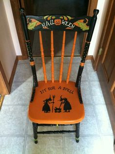 Halloween chair Painted Wooden Chairs, Hand Painted Furniture, Funky Furniture, Halloween Projects, Vintage Halloween, Halloween Crafts, Halloween Decorations, Partys, Decoupage