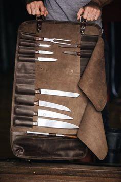 Cuchillo de cuero roll Chefs por Kruk garaje regalos cuchillo | Etsy Chef Knife Bags, Knife Storage, Tool Roll, Saddle Leather, Leather Apron, Leather Roll, Leather Bag, Case Knives, Le Chef