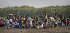 Door aanhoudend geweld zijn inmiddels ruim 1,4 miljoen mensen in Zuid-Soedan op de vlucht geslagen. Help deze vluchtelingen met water, voedsel of medicijnen. Bekijk de checklist op www.vluchteling.nl/checklist.