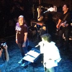@giants girl sings  don t stop believing  with Pat Monahan of @train 4/11/12 @gamh