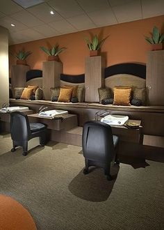 I like the long couch up high. I would rather have bowls than sinks Home Nail Salon, Nail Salon Design, Nail Salon Decor, Beauty Salon Decor, Pedicure Station, Nail Station, Manicure E Pedicure, Nail Spa, Spa Rooms