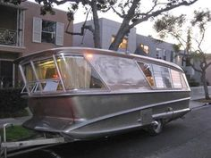 """Holiday House """"Geographic"""" (Model X) camper/ Defiantly not an Airstream, but very cool! Old Campers, Vintage Campers Trailers, Retro Campers, Vintage Caravans, Camper Trailers, Vintage Motorhome, Shasta Trailer, Airstream Campers, Classic Trailers"""