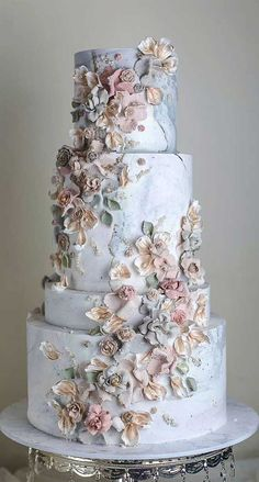 These 39 Wedding Cakes Are Seriously Pretty Planning a wedding is an exciting and stressful job for bride. Therefore, selecting a cake for the wedding is a huge responsibility. Wedding cakes play a. Pretty Wedding Cakes, Elegant Wedding Cakes, Wedding Cake Designs, Best Wedding Cakes, Elegant Cakes, Pretty Cakes, Flower Wedding Cakes, Cake For Wedding, 1920s Wedding Cake