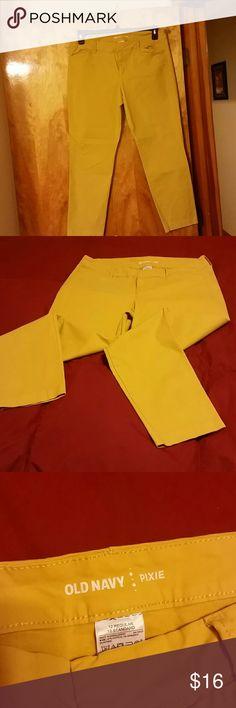 Old navy capris Mustard yellow capris, smoke free home Old Navy Pants Capris