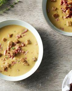 Een erg originele soep, deze kastanjesoep met spekblokjes. Ideaal op een koude dag, helemaal op en top herfst!