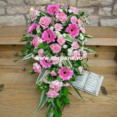 Jerba funerara, jerba funerara flori roz, extrem de eleganta si plina de sarm Gerbera, Floral Wreath, Wreaths, Home Decor, Floral Crown, Decoration Home, Door Wreaths, Room Decor, Deco Mesh Wreaths