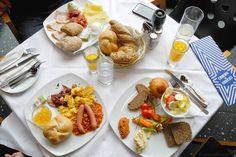 blaustern review erfahrung // nurmalkosten.com Waffles, Restaurant, Cheese, Breakfast, Food, I Hate Mondays, Morning Coffee, Restaurants, Meals
