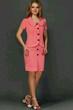 Office Wear Women Work Outfits, Office Dresses For Women, Classy Work Outfits, Work Attire, Chic Outfits, Dresses For Work, African Print Dress Designs, Blouse Designs, Stylish Scrubs