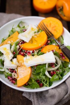 Wintersalat mit Persimon, Granatapfel und Orangen-Dressing Salad with persimmon Salad Recipes For Parties, Salad Recipes Healthy Lunch, Salads For A Crowd, Salad Recipes Video, Salad Recipes For Dinner, Chicken Salad Recipes, Easy Salads, Food For A Crowd, Veggie Recipes
