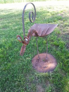 Bobble headed Bird, bird feeder. Rusty Relics Metal Art