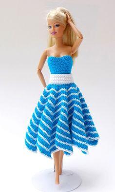 Jetzt mit der PDF-Anleitung Sommerkleidung für Deine Lieblingspuppen häkeln. Das ist auch für Anfänger gut machbar. Leg gleich los mit passender Wolle.