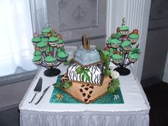 Jungle Animal cake we had for my Aunt's baby shower. We had the cake made by a friend and we made the cupcakes :-)
