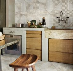 They're sellin tiles here but I want the AMAZING CABINETS and my OVEN KNOBS projecting from where?   The middle of my couNTER TOP on the SIDE NOW GODDAMMINT!!