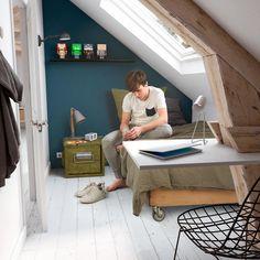 Small Loft Spaces, Attic Bedroom Small, Attic Bedrooms, Attic Spaces, Loft Room, Bedroom Loft, Moderne Lofts, Loft Conversion Bedroom, Student Room