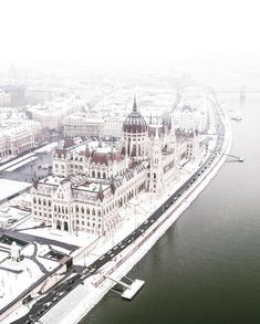 Do you want to visit Budapest in winter? Budapest Thermal baths and attractions are waiting for you! Visit Budapest, Budapest Travel, Most Beautiful Cities, Wonderful Places, Art Marocain, Budapest Thermal Baths, Capital Of Hungary, Destination Voyage, Europe Photos