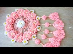 Tutorial Amazing Woolen Door Hanging Toran Making At Home / Woolen Craft / Wall Hanging Ideas 21 // Марина Захарова Wool Wall Hanging, Hanging Flower Wall, Paper Flower Wall, 5 Min Crafts, Diy Arts And Crafts, Diy Crafts, Door Hanging Decorations, Diy Diwali Decorations, Newspaper Flowers