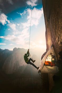 Picture of Tommy Caldwell, climbing the Dawn Wall of El Capitan