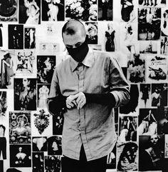 Anton Corbijn's portrait of Alexander McQueen in London in 2007 Alexander Mcqueen, Alexander De Grote, Zwart En Wit, Filmregisseur, Stockholm, Modefotografie, Cultuur, Mensen, Depeche Mode