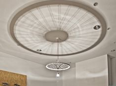 A bike wheel lamp diffuses a unique pattern onto the ceiling. Simple Chandelier, Wheel Chandelier, Bicycle Wheel, Bicycle Art, Bicycle Rims, Pendant Lamp, Pendant Lighting, Arte Bar, Interiores Art Deco