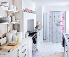 Love how quaint and girly this kitchen is! Want.