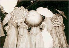 ladies from la belle epoque - parasol Belle Epoque, Art Nouveau, Umbrella Wedding, Wedding Umbrellas, Vintage Umbrella, Alternative Bouquet, Umbrellas Parasols, Under My Umbrella, Steampunk Wedding