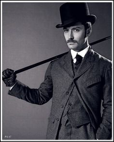 | Jude Law in 1900s men's high collar suit and top hat |