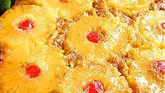 Tämä kakku syntyy helposti. Käytä vain runsaskätisesti sokeria pohjalle. Jos kakku sattuisi tarttumaan vuokaan, ei hätää, saat korjattua vahingon helposti: laitat vain hedelmät paikoilleen ja taputtelet hiekkakakkutyyliin. Pineapple, Peach, Candy, Baking, Recipes, Food, Pine Apple, Bakken, Essen