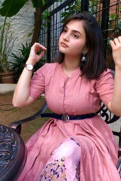 Beautiful Girl In India, Most Beautiful Faces, Beautiful Girl Photo, Beautiful Women Pictures, College Girl Photo, Desi Girl Image, Dehati Girl Photo, Cute Girl Face, Nice Girl