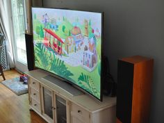 My life with a curved TV: Day 1 On Monday, Samsung's curved LED LCD TV arrived at my house, temporarily replacing my beloved flat plasma. My...