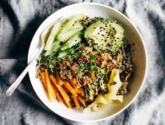 Is it just me or does everything taste better in a bowl? We went from smoothie bowls to poke bowls, and our latest favourite: the nourish bowl.