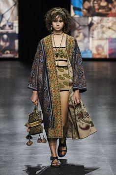Fashion Week Paris, Live Fashion, Runway Fashion, Fashion Show, Fashion 2020, Women's Fashion, Christian Dior, Giorgio Armani, Moda Paris