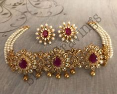 Temple Jewellery, Gold Jewellery, Jewelery, Gold Pendant, Pendant Jewelry, Necklace Designs, Sarees, Pearl Necklace, Chokers