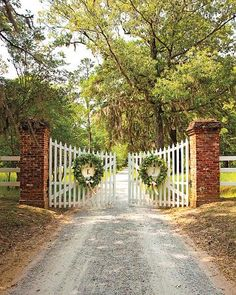 Whitetail Deer Single Swing driveway entrance gateWhitetail Deer Single Swing driveway entrance gateA formal pastel-colored outdoor wedding in Charleston, South CarolinaWould love to decorate our gates like Christmas - could do this this year and Farm Entrance, Driveway Entrance, Entrance Ideas, Brick Columns Driveway, Wooden Driveway Gates, Driveway Sign, Wedding Entrance, Farm Gate, Fence Gate