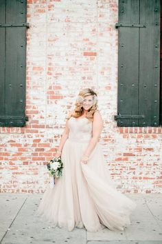 52 New ideas for wedding photography plus size bride bridal gowns Plus Size Brides, Plus Size Wedding Gowns, Fat Bride, Vintage Inspiriert, Surprise Wedding, Bride Poses, Curvy Bride, Vestidos Vintage, Gorgeous Wedding Dress