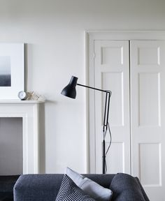 Type 75 Floor Lamp in Jet Black