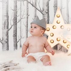 Corona de rey mago de punto gris Divertida corona de punto gris, ideal para hacer fotos a tu bebé en Navidad y Reyes. Para bebés de 0-12 meses. 12,50 €
